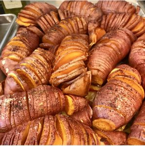 THANKSGIVING SIDES, HASSELBACK POTATOES!!!!
